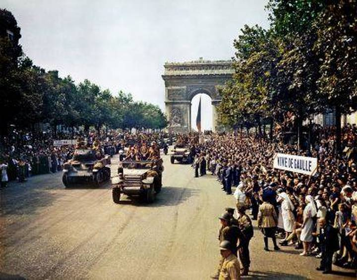 Crowds lining the Champs Elysees, Paris liberation 1944