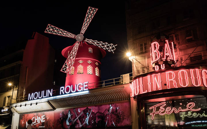 Moulin Rouge at night by Gareth Goldthorpe